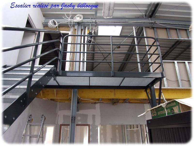 escalier industriel avec palier